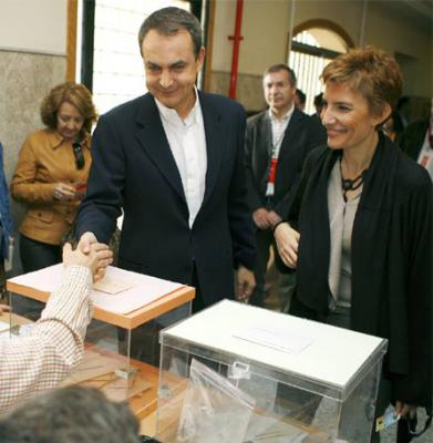 Zapatero votando